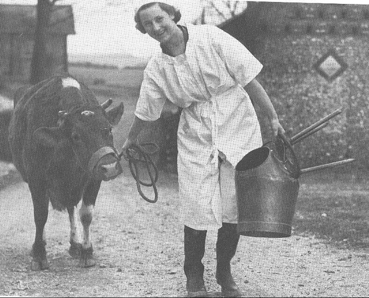 Jeanne Flann hand milked cows on Lower Greenbank Farm while working as a Land Girl